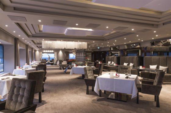 Hotel okura amsterdam ciel bleu restaurant overview large 560x373