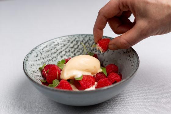 225904 swych %e2%80%98hangop%e2%80%99 sheep yoghurt with raspberries e14de2 original 1475062181 560x373