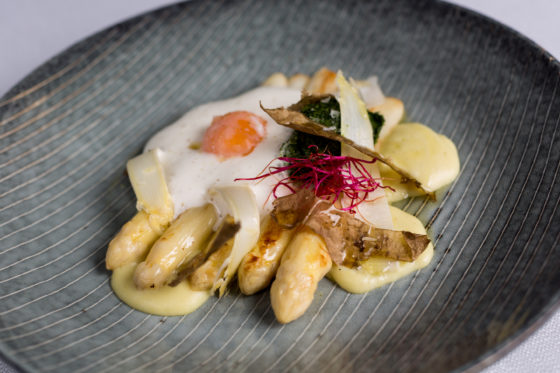 225913 swych white asparagus with potato 62%c2%b0 egg and wild garlic puree 033bb7 original 1475062256 560x373