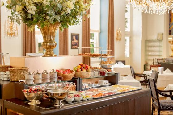 Hotel refter breakfast buffet 560x373