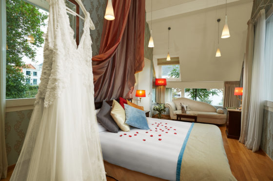 Hotel roman bridal suite 560x373