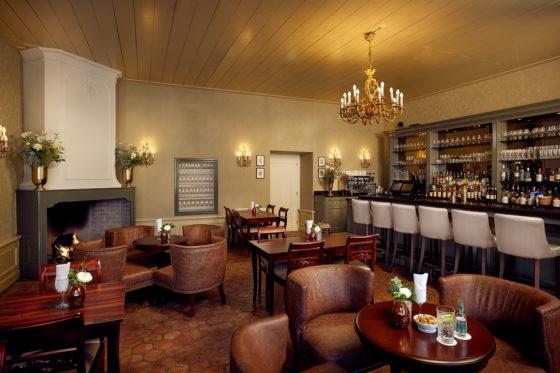 Karel 5 bar lounge overview 560x373