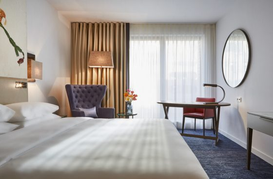 Hyatt regency amsterdam standard room 3 560x368