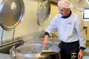 Hutten strijdt met opdrachtgevers tegen voedselverspilling