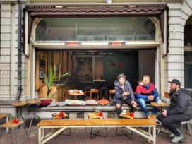 Café Brun in Utrecht: kunstig café met verrijdbare bar