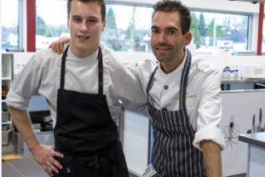 Leerling-kok en chef-kok zij aan zij in restaurant L'Entree van Hotelschool Venlo
