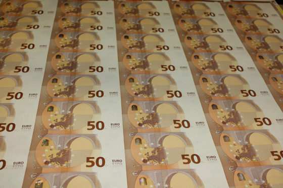 Production of the new 50 banknote 560x373