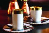 Verwen hotelgast met goede koffie en goed terras