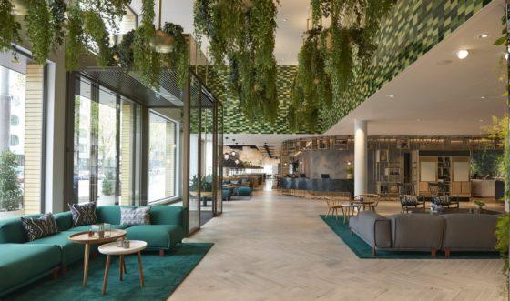 Hyatt regency amsterdam lobby overview 560x331