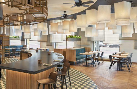 Hyatt regency amsterdam mama makan overview 560x365