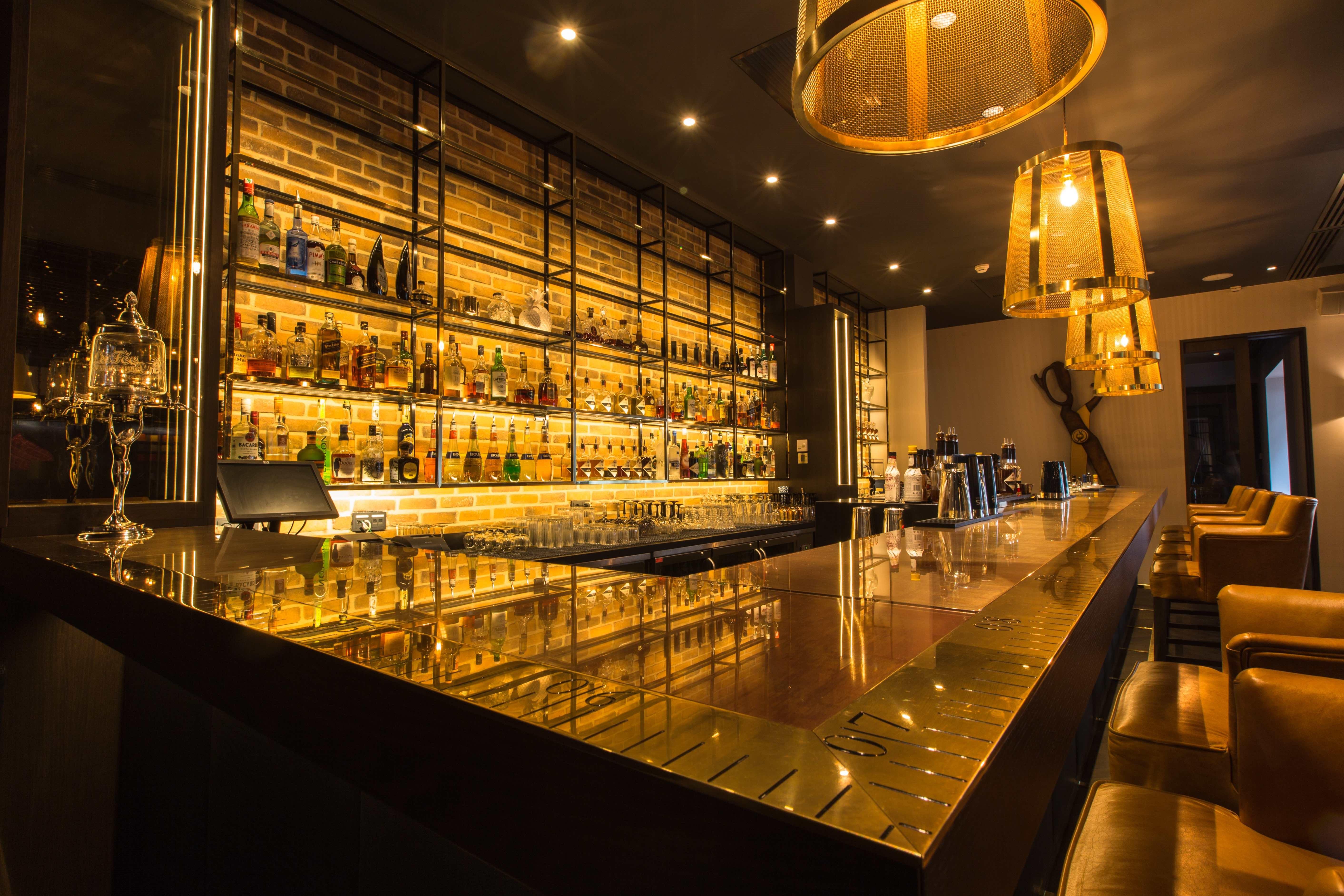 best hotel bar award the tailor beste hotelbar van amsterdam. Black Bedroom Furniture Sets. Home Design Ideas