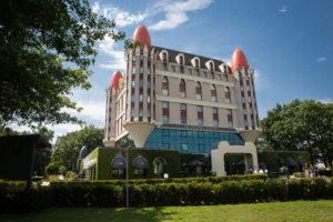 Efteling wil sneller groeien: uitbreiding park en hotel