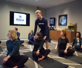 Hilton Rotterdam: yoga en powerfood voor vergaderaars