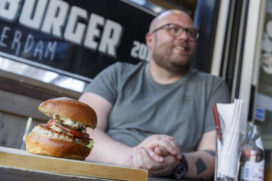 Hamburgertour met Diego Buik door Rotterdam