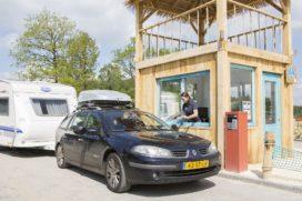 Drive-in receptie voor vakantiepark