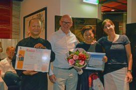 Mary Liu-Kwee en Akuen Liu ontvangen Klasbak Trofee