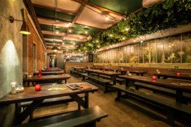 Horecainterieur De Biertuin: mini-Heineken experience aan de Prinsengracht