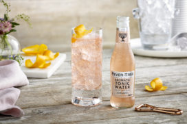 Cocktailrecept: Pink Gin & Tonic met Aromatic Tonic Water
