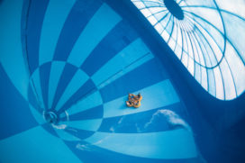 Hof van Saksen: Grootste indoor waterglijbaan ter wereld