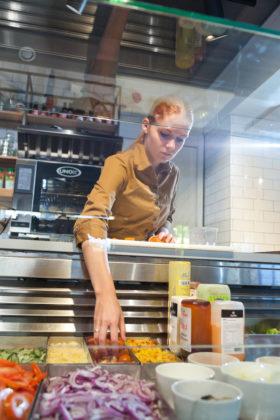 Verse producten krijgen alle aandacht in de saladière. Foto: Jawsmedia