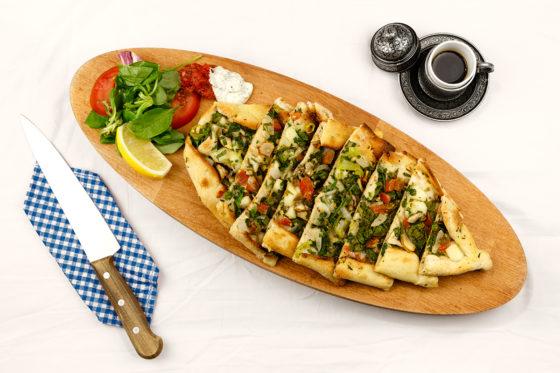 Turkije: pide met spinazie en koffie.
