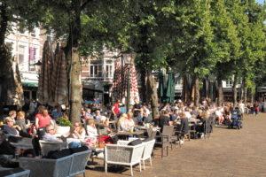 Meer euro's van toeristen in kassa Nederland