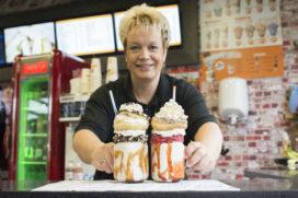 Foodmaster De Viersprong aan de haal met freakshakes en donuts