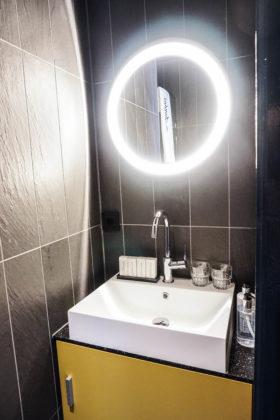 Hotel de jonker bathroom 4 280x420