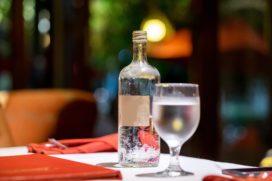 Promotie kraanwater in horeca met kraanwaterkaraffen estafette