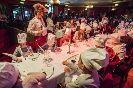 Nieuwe snacks proeven? Natuurlijk kwamen daar veel kinderen op af. Foto: Levin & Paula Photography
