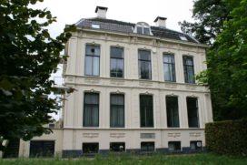 Protest tegen komst hotel in luxe villa Breukelen