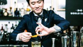 Japansetopbartenderte gast bijTunes Bar