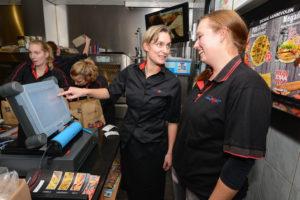 Cafetaria Dolly Dimple krijgt een boost dankzij oude eigenaar