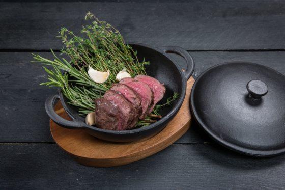 Lady steak met gepofte knoflook tijm en rozemarijn 560x373