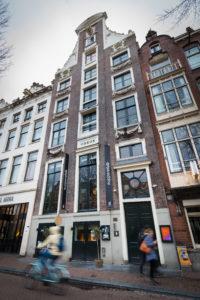 Amsterdam - Tess en Timo van Cocktailbar de Flying Dutchmen Cocktails. FOTO: DIEDERIK VAN DER LAAN