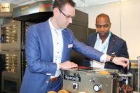Spronk komt met nieuwe broodjessnijmachine op Horecava 2018