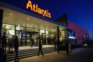 Wereldkeuken Atlantis Almere doneert 25 ton rijst aan voedselbank