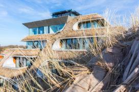Duinhotel Tien Torens: futuristisch hotel in Zoutelande