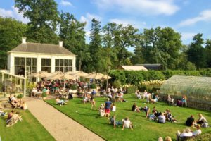 Brasserie Staverden: Groots terras in kleinste stad
